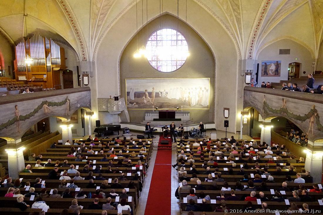 Церковная месса с электрогитарами